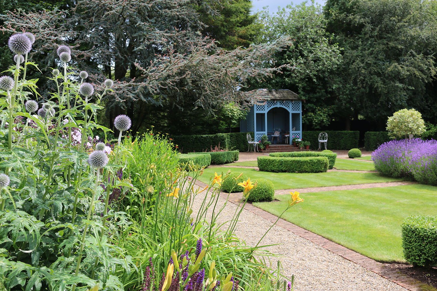 Garden visits with Helen Taylor Garden Design