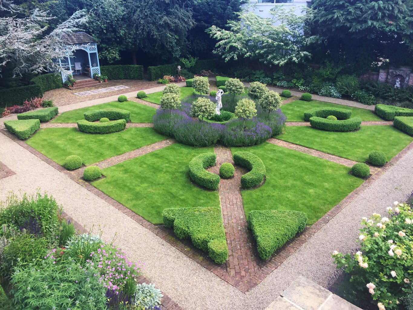 Working with Helen Taylor to create a classic parterre garden
